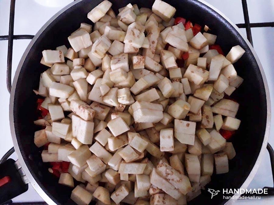 Овощное рагу с баклажанами на сковороде