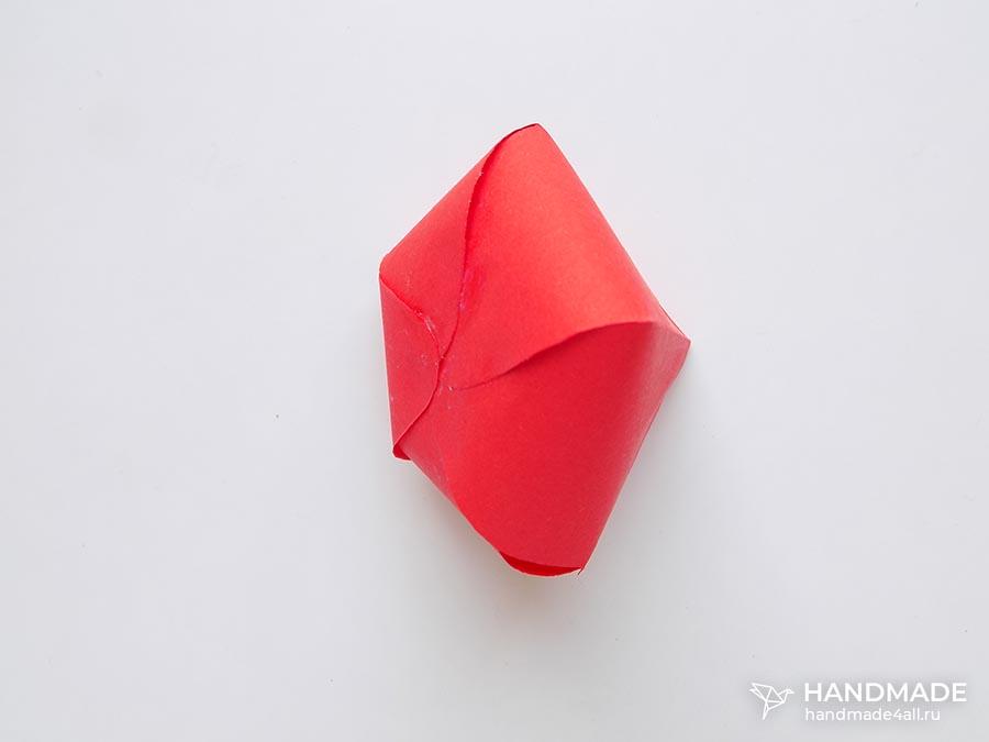 клубника из бумаги