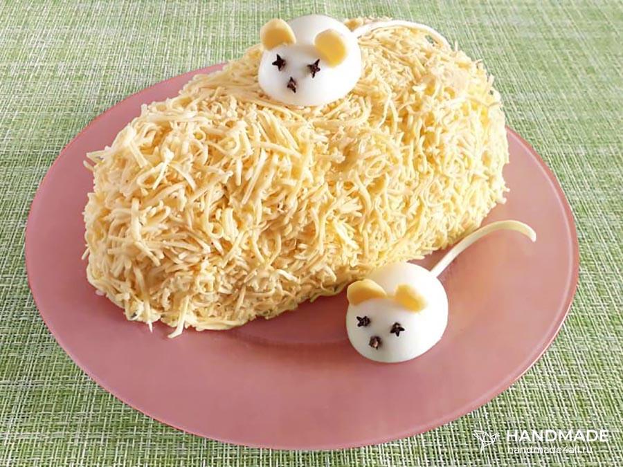 новогодний салата Мышки на сыре